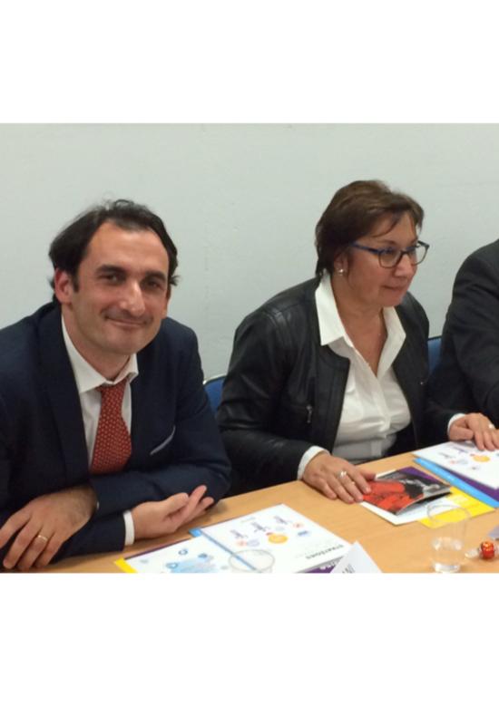 Photo de Martine Pinville et Idriss Bennani - Visite de RézoSocial - Communiqué de presse La fédération des entreprises d insertion